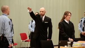 Breivik'ten temyiz duruşmasında Nazi selamı