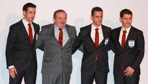 33 hakeme FIFA kokartı takıldı