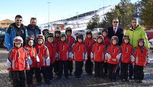 Erzurumda 6-8 yaş çocuklara kayak