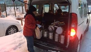 İhtiyaç sahiplerine karda yakacak ve gıda yardımı yapıldı