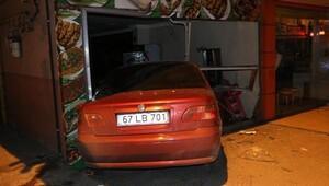 Alkollü sürücü otomobille lokontaya girdi