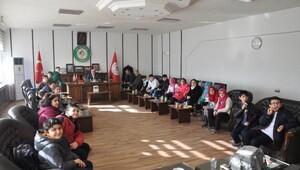 Öğrencilerden Başkan Akdoğana ziyaret