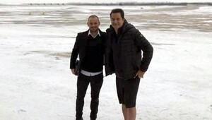 Galatasaraylı Sneijder ile Acun Ilıcalıyı taşayan uçak Çorlu Havalimanına indi