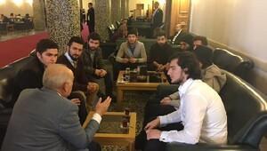 Üniversiteli gençler Demirel'in konuğu
