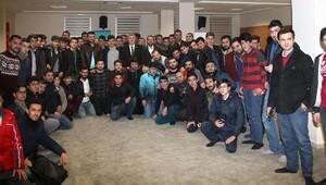 Konyaspor Başkanı, çalışan gençlerle buluştu