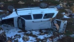 Besnide devrilen otomobilde sürücü yaralı