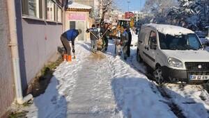 Kırklarelinde kar temizleme çalışmaları devam ediyor