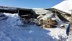 Şarkikaraağaçta kardan çatı çöktü
