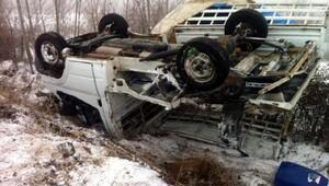 Yolcu otobüsü ile kamyonet çarpıştı: 5 yaralı