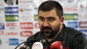 Ümit Özat isyan etti: Arkadaş, futbolu bilmiyorlar