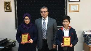 Özbuğday Ortaokulu TEOGda iki şampiyon çıkardı