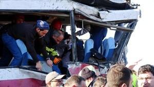 Rizede TIR, yolcu midibisüne çarptı: 1 ölü, 20 yaralı