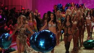 Victorias Secret defilesinden sezona iç çamaşırı notları