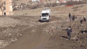 Yola döşenen patlayıcı işçilerin geçişi sırasında patladı