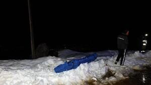 Uçuruma düşen genç donmak üzereyken kurtarıldı
