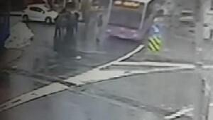 Otobüsün ünlü spikeri çarpma anı kamerada...