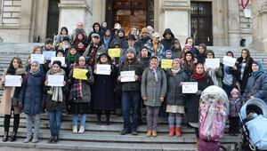 Avusturya'da başörtüsü protestosu