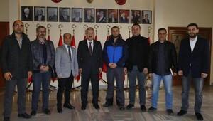 İzmirde gazeteciler toplumsal olaylarda yelek giyecek