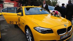 Lüks otomobili taksi yaptı