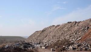 Diyarbakırda bombanın patladığı yerde büyük çukur oluştu, mezarlar tahrip oldu