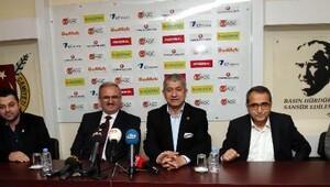 Vali Karaloğlu: FETÖ ilk zararını Vanda gazetecilere verdi