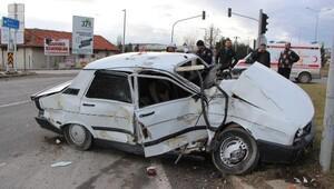 TIR ve otomobil çarpıştı: 2 yaralı