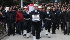 Şehit polis havaalanında meslektaşları tarafından karşılandı (2)