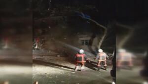 Patlamanın meydana geldiği binanın çökme anı kamerada