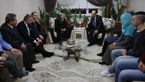Bakan Fikri Işık, Ankaradaki şehit ailelerini ziyaret etti