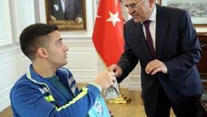 Büyükkılıç, Avrupa şampiyonu engelli basketbolcuyu kabul etti