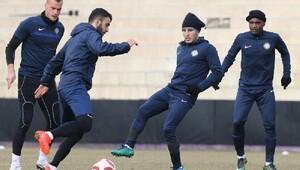 Osmanlısporun yeni transferi ilk idmanına çıktı