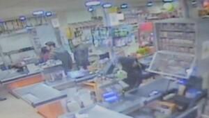 Marketten sigara hırsızlığı güvenlik kamerasında