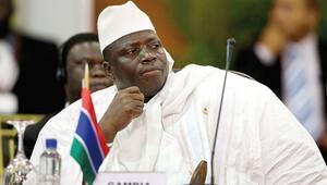 Gambiya lideri koltuğu bırakmıyor
