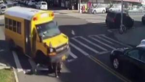 Okul otobüsü yayayı altına aldı