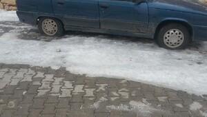 Besni'de otomobilin lastikleri bıçakla kesildi