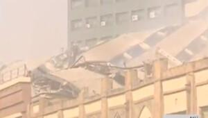 İranda 17 katlı bina yanarak çöktü