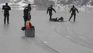 Baraj gölünde eksi 1 derecede balık adamlar cesedine ulaştı