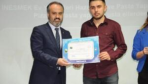 İNESMEK'te 400 kursiyer sertifika aldı