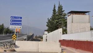 İslahiyede jandarmanın çevresi beton bloklarla kapatıldı