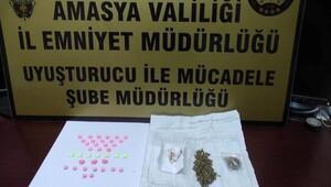 Otomobilde ele geçirilen uyuşturucuya 5 gözaltı