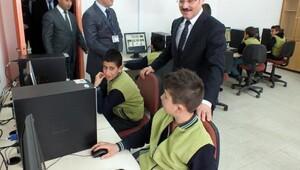 Resmi kurumların ihtiyaç fazlası bilgisayarları köy okuluna