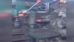 Gizli geçitle birbirine bağlı kaçak 2 silah imalathanesi ortaya çıkarıldı