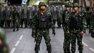 Taylandda orduya Bir daha darbe yapmayacağınıza söz verin çağrısı