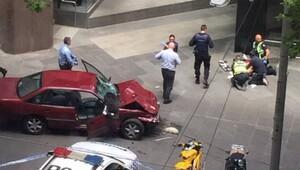 Avustralyada araç yayaların arasına girdi: 3 ölü
