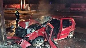 Otomobil işyerine girdi: 3 yaralı