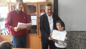 Seydişehir Belediye Başkanı, karne dağıttı