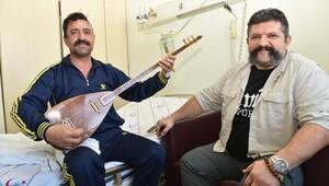 Ameliyatta keman çalıp şarkı söyleyen hastadan mini konser