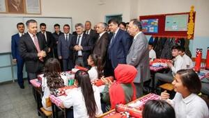 Başkan Fadıloğlu'ndan öğrencilere karne hediyesi