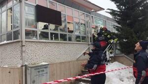Konyada camide çatı çöktü... Yaralılar var