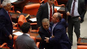 Son dakika: Mecliste yine kavga çıktı
